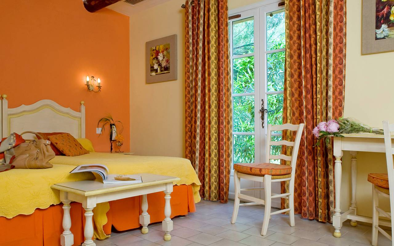 Orange room charming hotel Aigues mortes