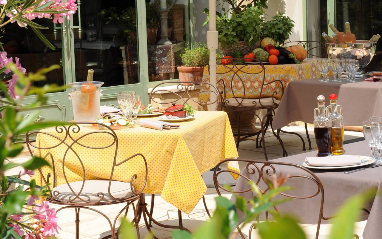 Restaurant terrace charming hotel Aigues mortes