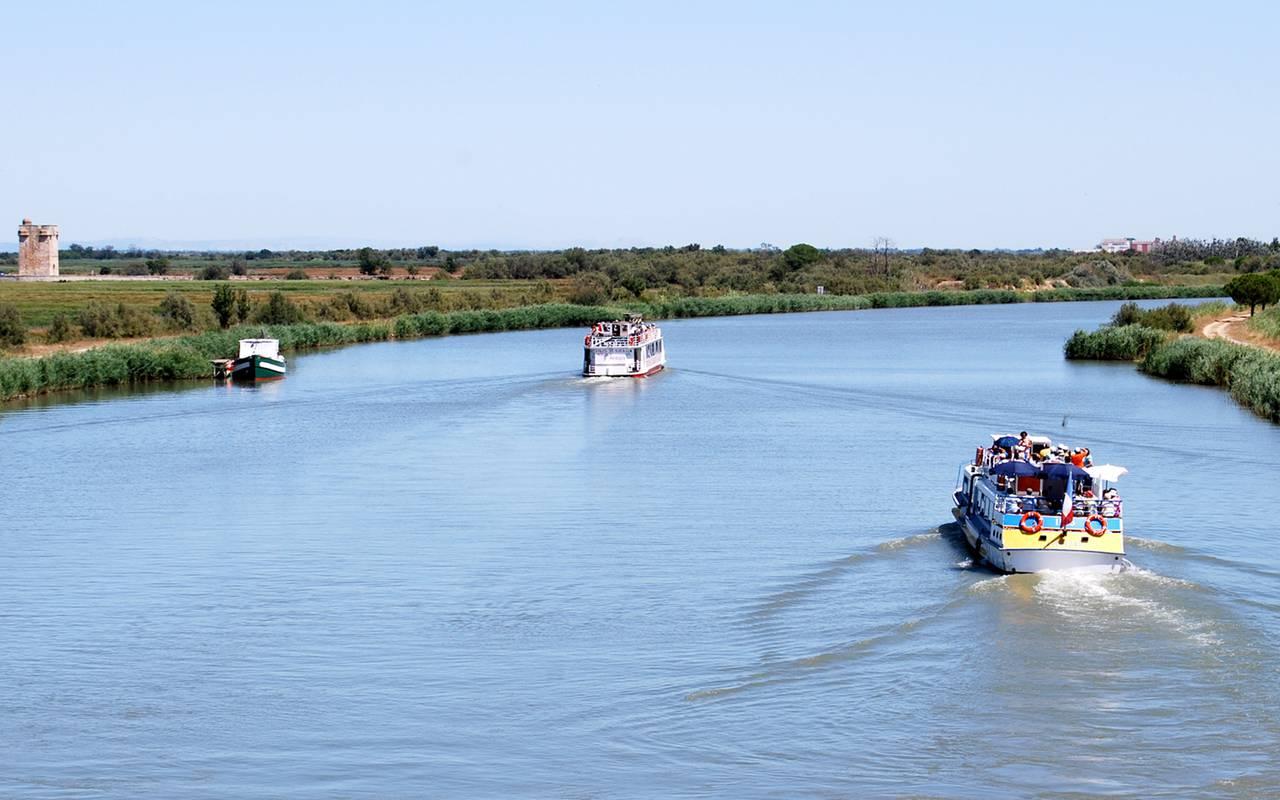 Ballade en bateau hôtel de charme Camargue