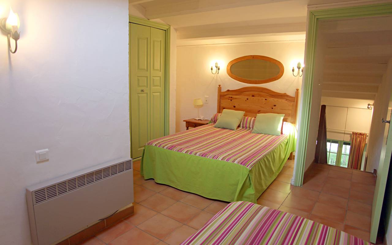 Green and pink room charming hotel Camargue