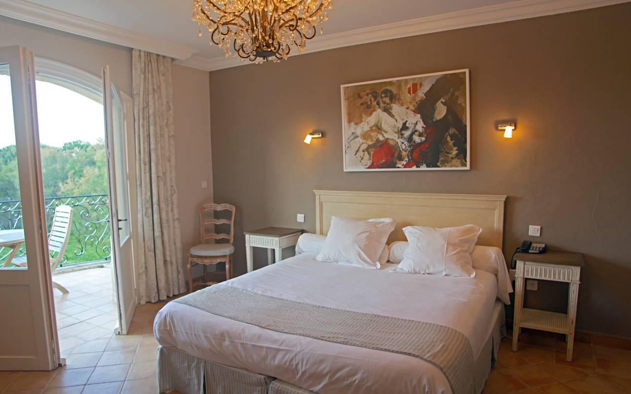Chambre couple hôtel de charme Aigues mortes
