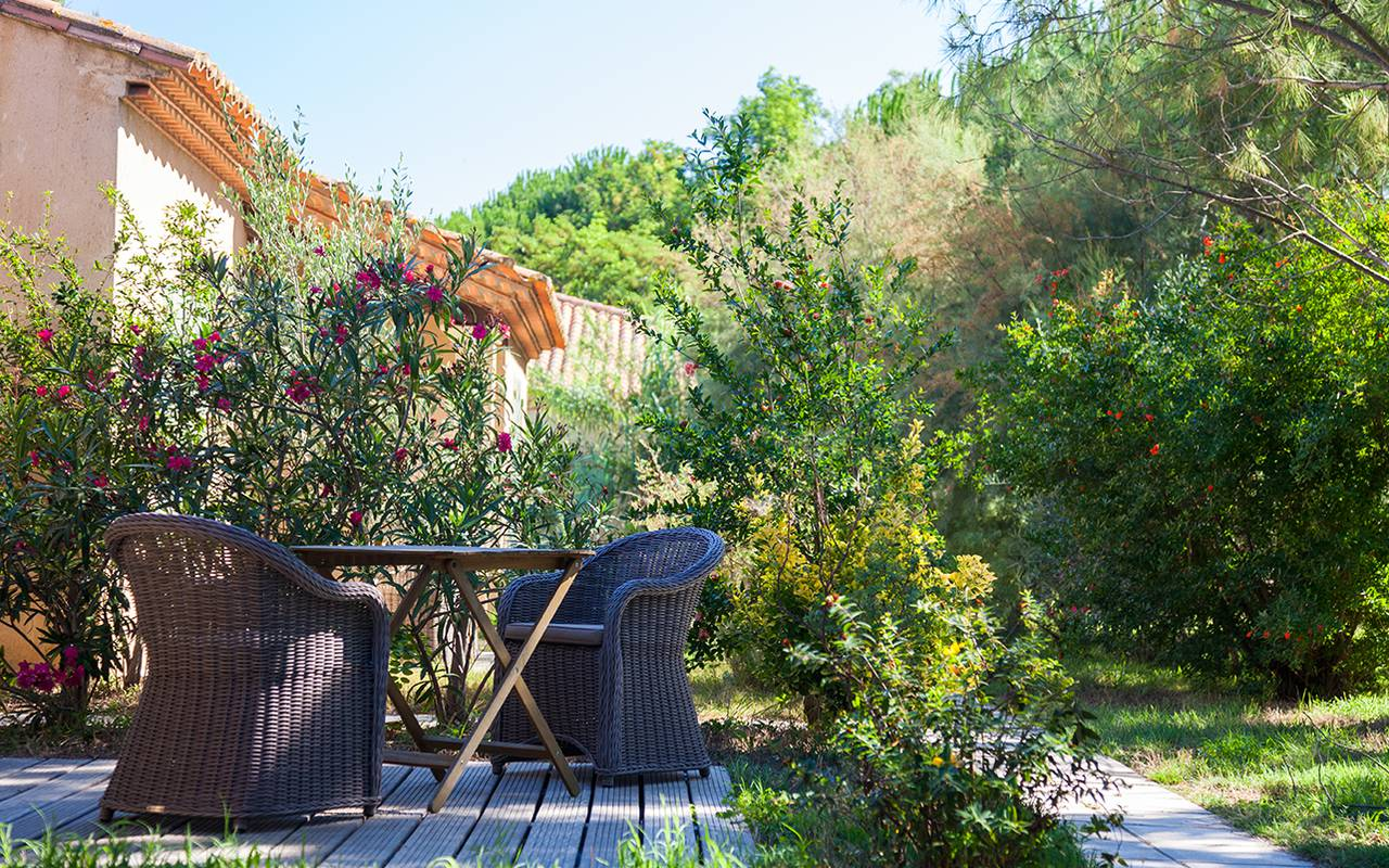 Superb terrace in nature charming hotel Camargue