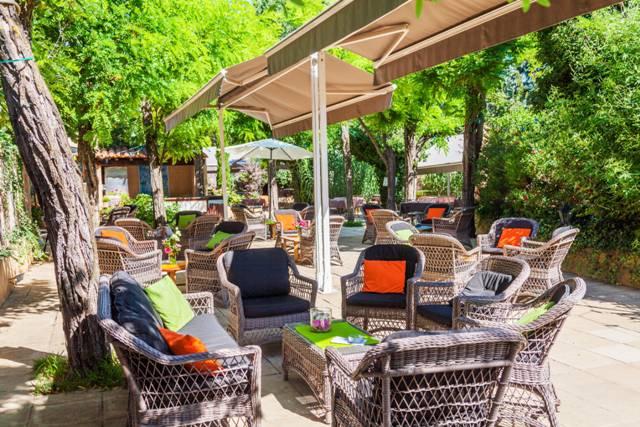 Comfortable outside charming hotel Aigues mortes, Le Mas des Sables