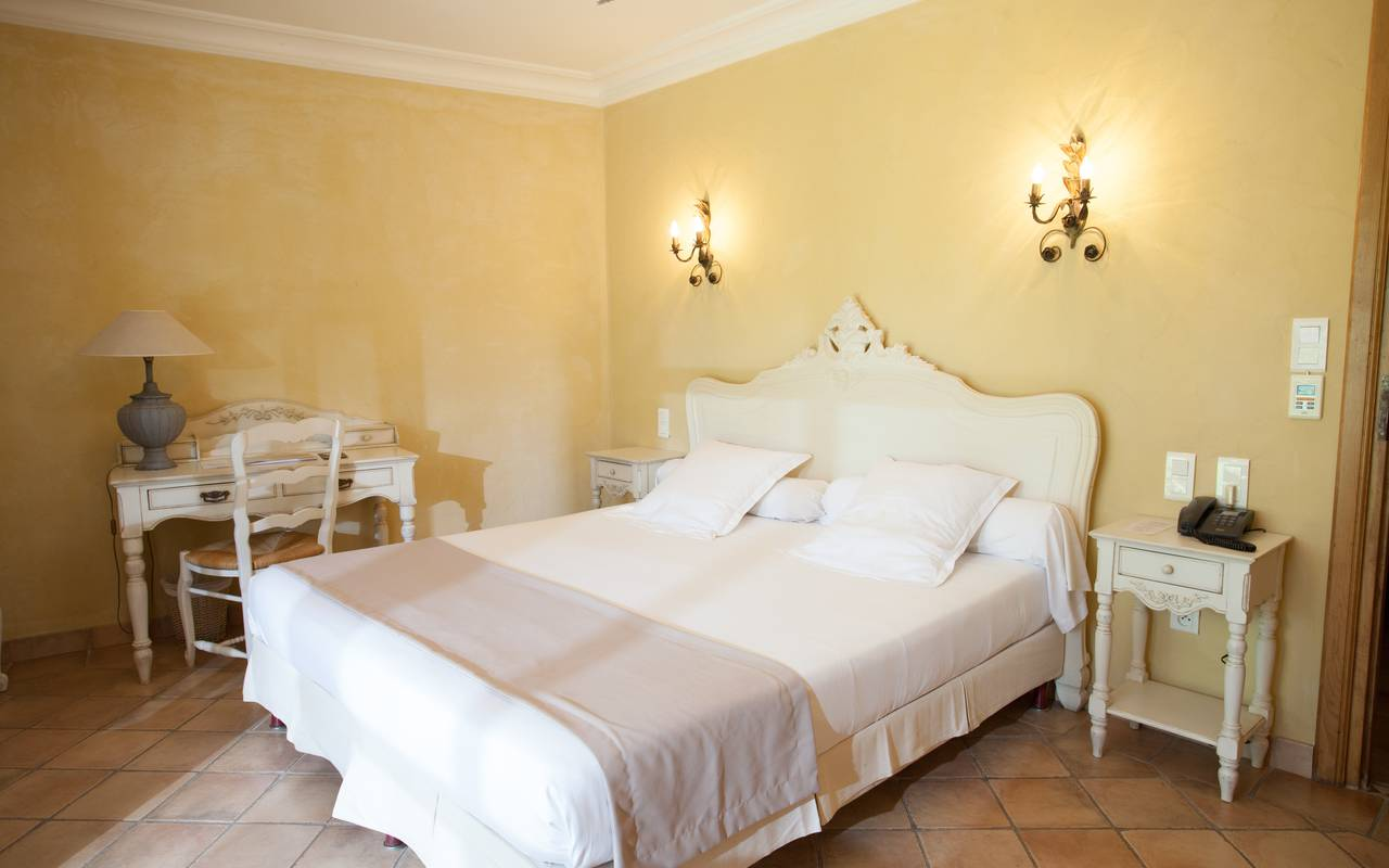 Comfortable bedding charming hotel Aigues mortes