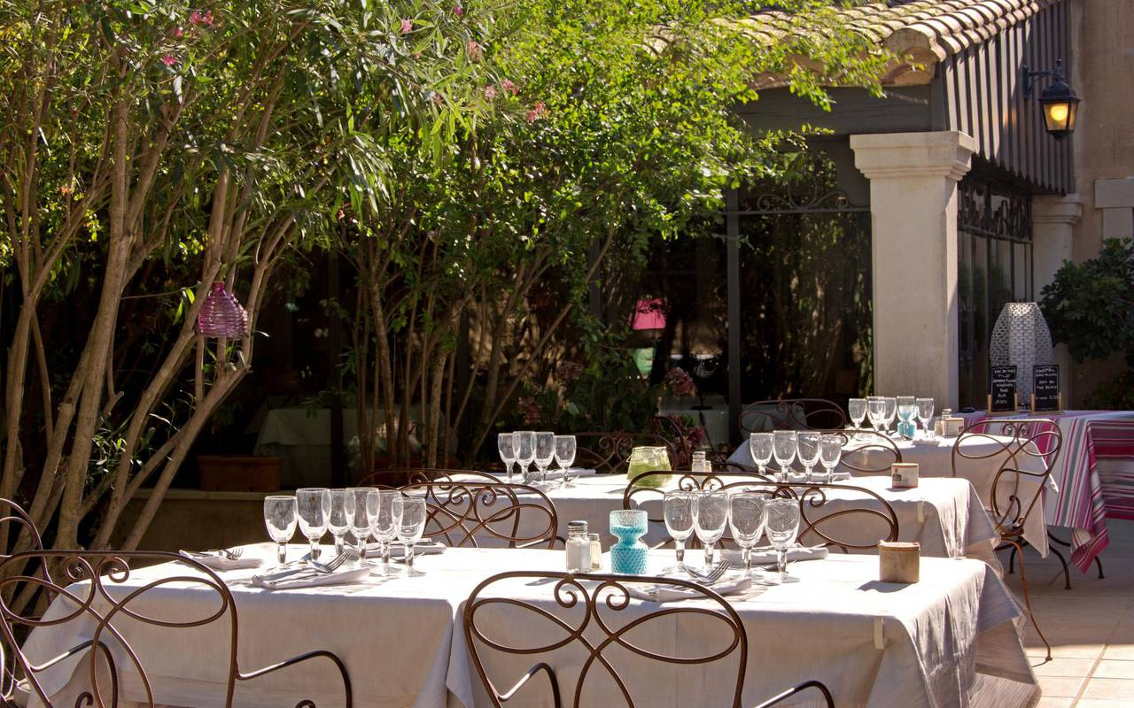 Terrasse du restaurant de notre hébergement à Aigues Mortes, Le Mas des sables.