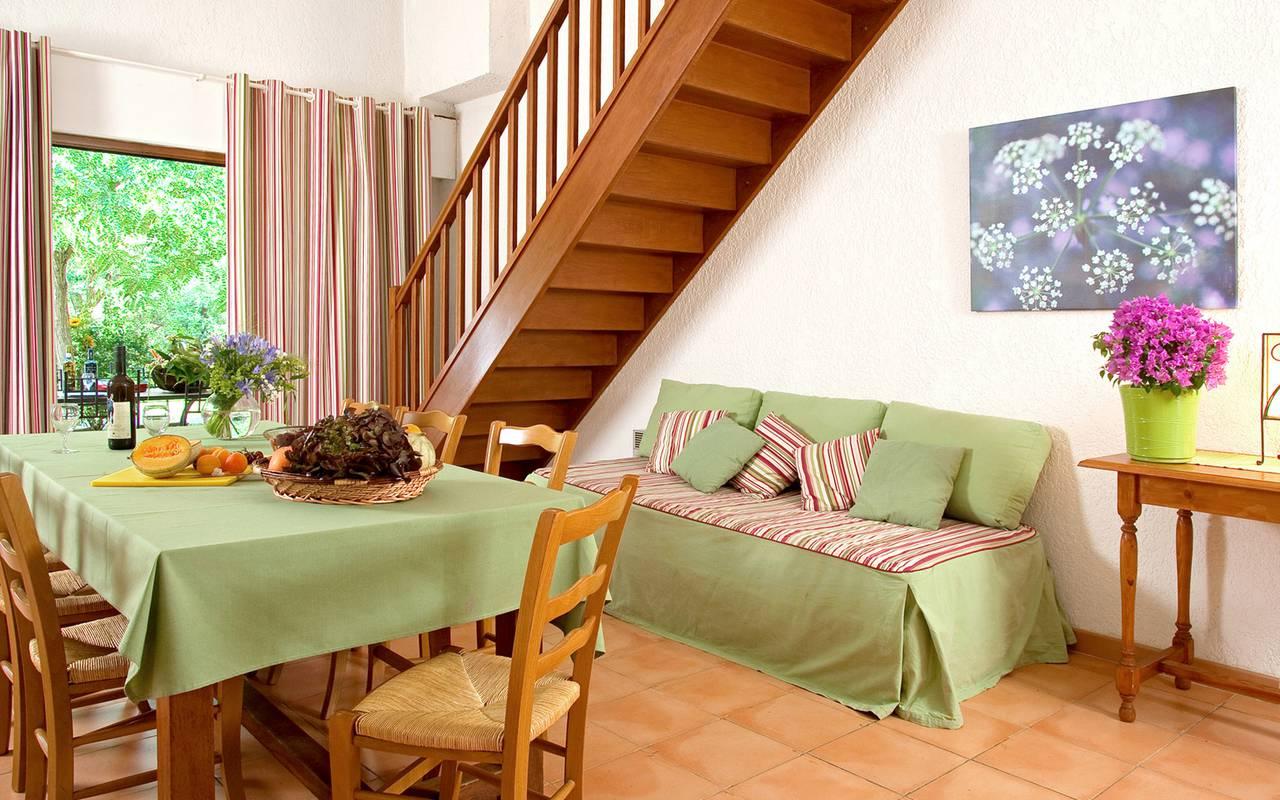 Salon d'un appartement, hôtel canal d'Aigues Mortes, Le Mas des Sables.