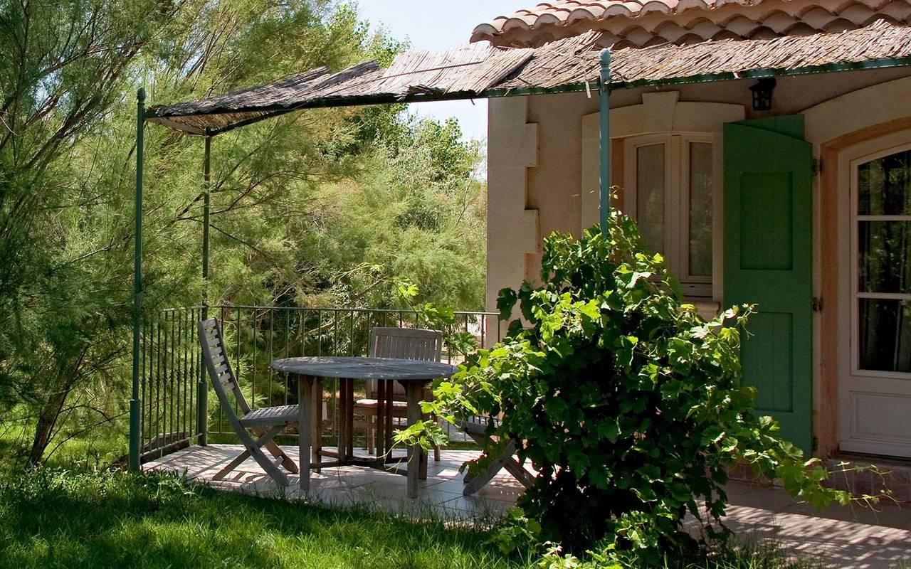 Terrasse privative des chambres, hôtel canal d'Aigues Mortes, Le Mas des Sables.