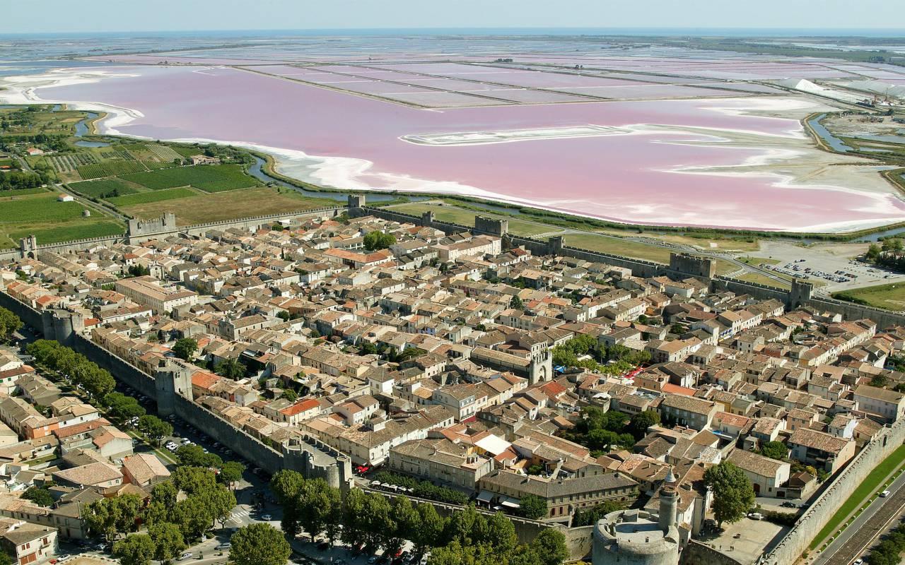 Vue aérienne d'Aigues Mortes, hôtel canal d'Aigues Mortes, Le Mas des Sables.
