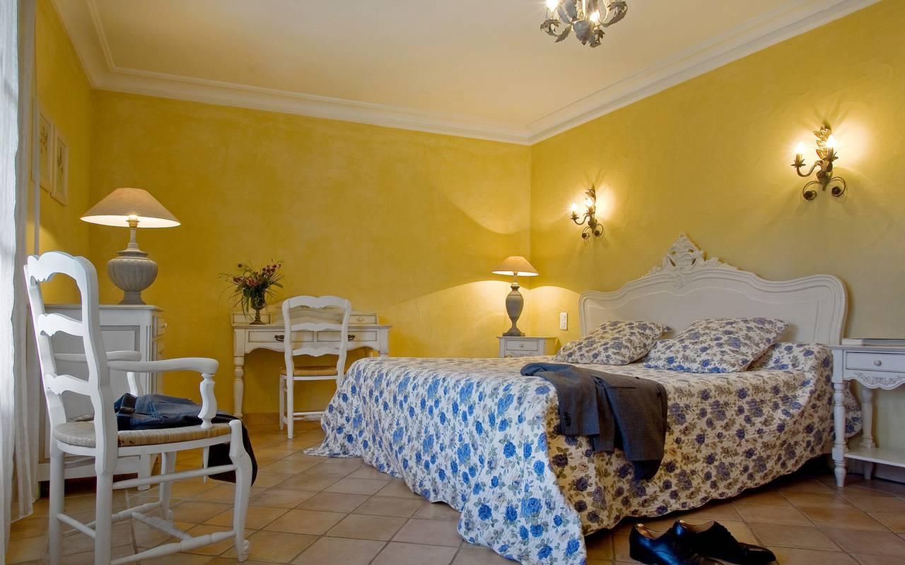 Chambre colorée, location d'appartement Aigues Mortes, Le Mas des Sables